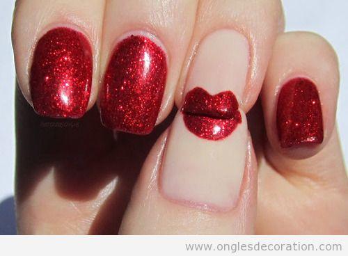 Dessin sur ongles avec des levres rouge avec pailletes