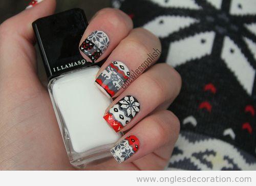 Dessin sur les ongles avec le motif d'un pull-over en laine pour Noël