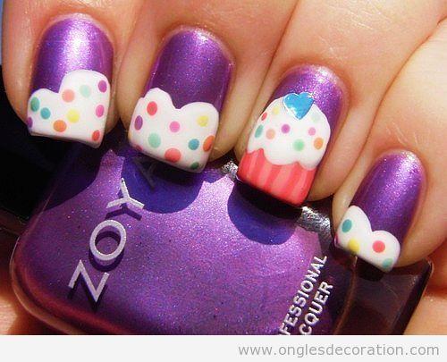 Déco sur onles avec des dessins de cupcakes