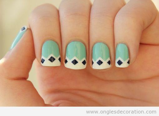 Ongles decorés avec des motifs geométriques, losanges
