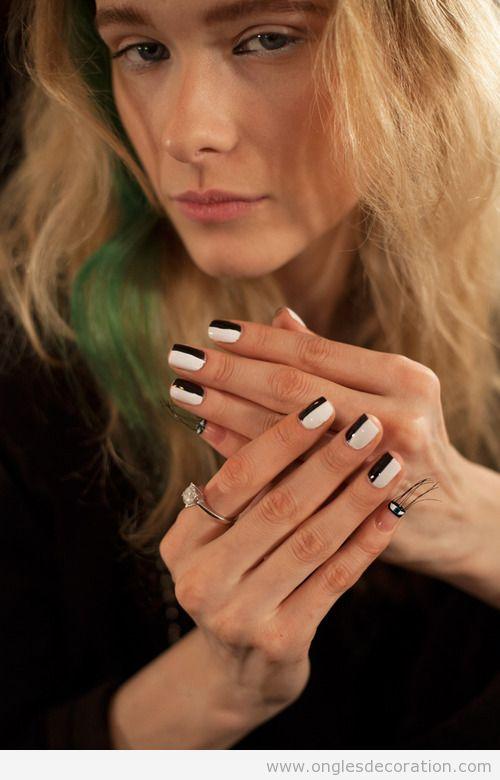Dessin sur ongles, moitié blanc moité noir, très simple