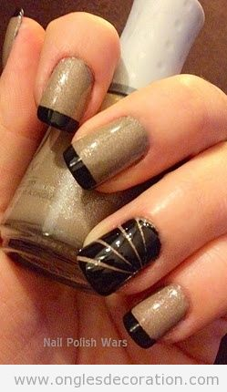 Manucure française en noir avec des rayures
