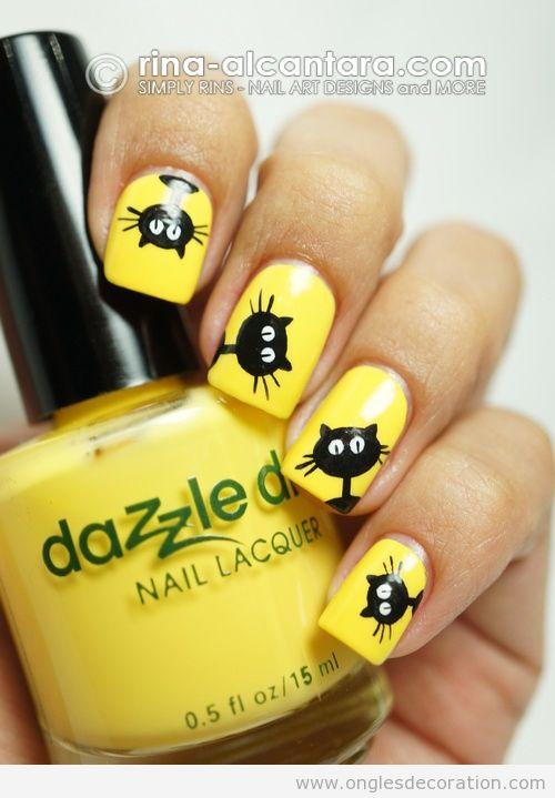 Dessin d'un chat oir sur ongles jaunes