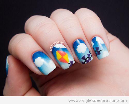 Déco sur ongles, ciel et cerf-volant