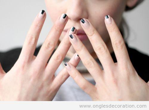 Nail Art très simple, nudé et noir