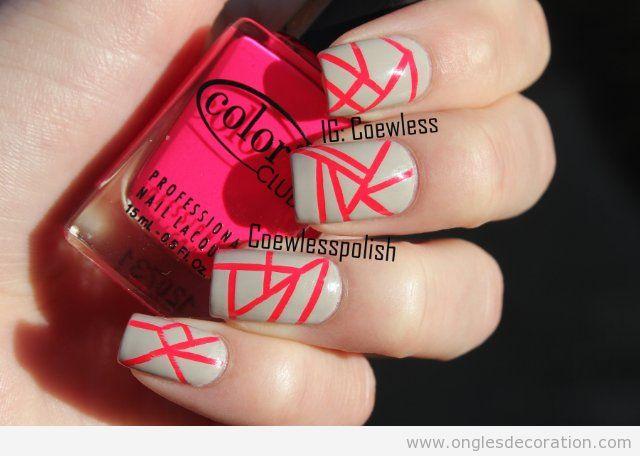 Dessin sur ongles, bandes fuchsia neon