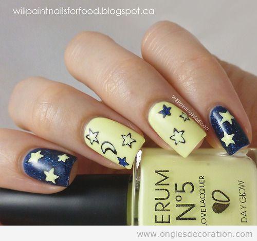 Dessin sur ongles avec étoiles qui brillant dans l'obscurité