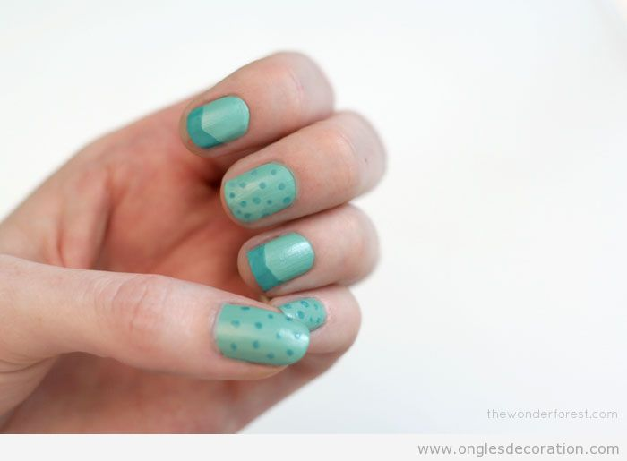 Dessin sur ongles, deux teintes de vert turquoise