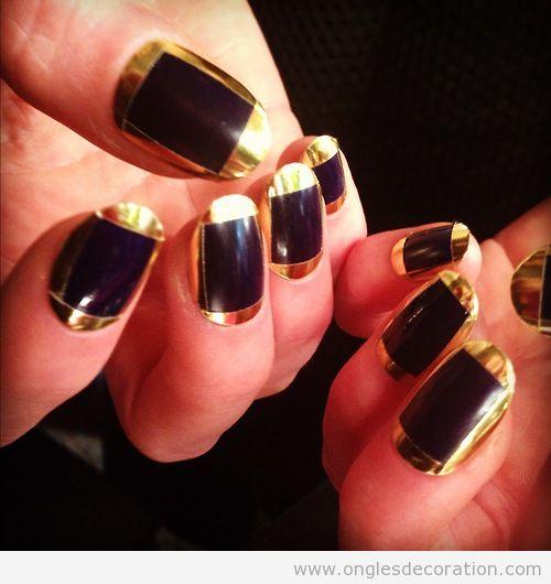 Déco sur ongles en noir et doré, inspiré de Cléopâtre
