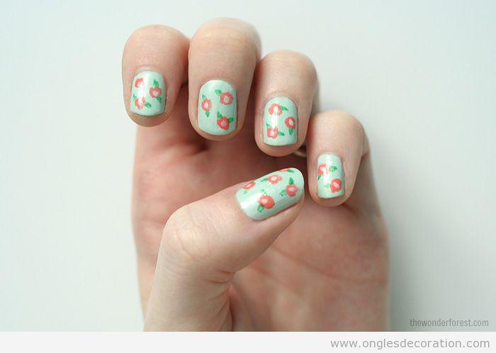 Déco sur ongles avec des roses dessinés, tutorial pas à pas