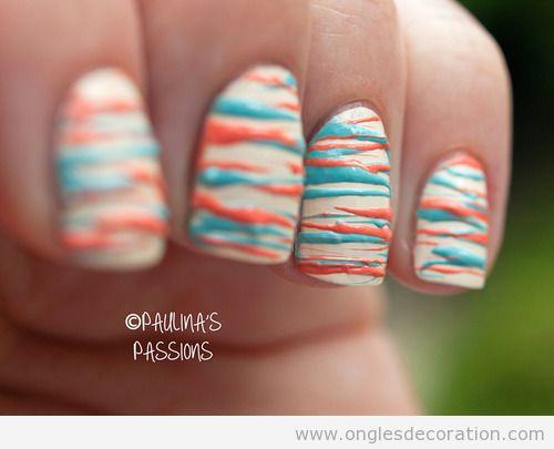 Dessin sur ongles en corail et turquoise