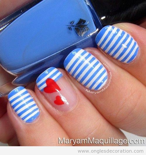 Déco sur ongles style nautique, rayures et coeurs