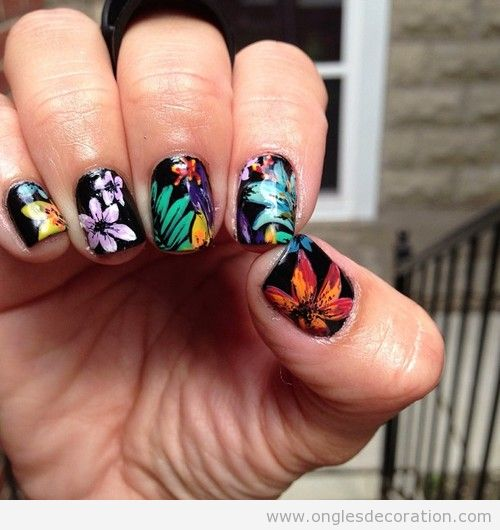 Dessin ongles fleur tropicales