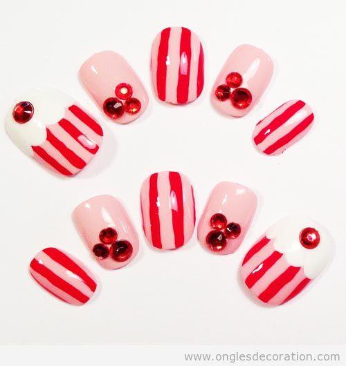 Dessin sur ongles, glace de crême et fraise