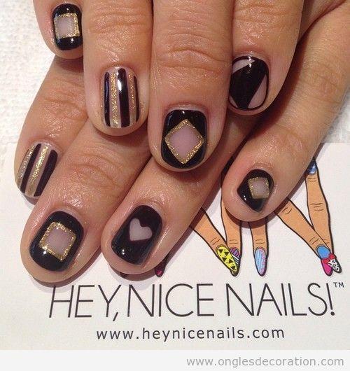 Déco ongles dessin geometrique en noir et doré