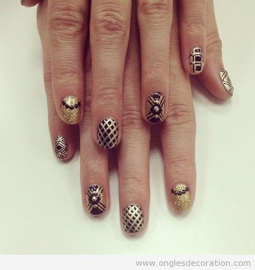 Dessin sur ongles noir et doré