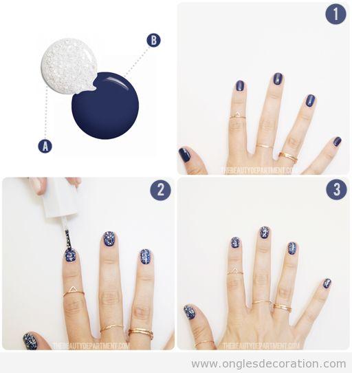 Déco ongles pour Noël, bleu et paillettes