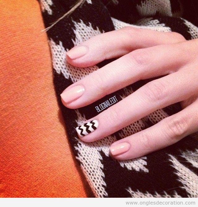 Dessin sur ongles, motif en zigzag