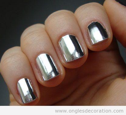 Dessin ongles argenté