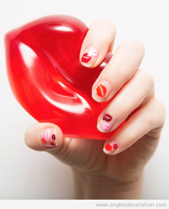 tuto-deco-ongles-levres-rouges-bisous