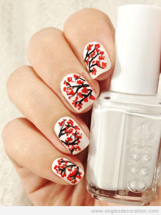 Dessin ongles inspire d'un arbre de feuiles rouges