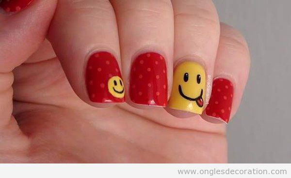 Déco ongles simple avec un smiley