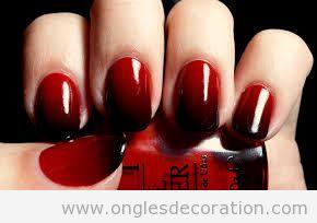 Manucure sombre en rouge et noir, Halloween
