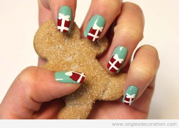 Déco sur ongles Noël cadeaux