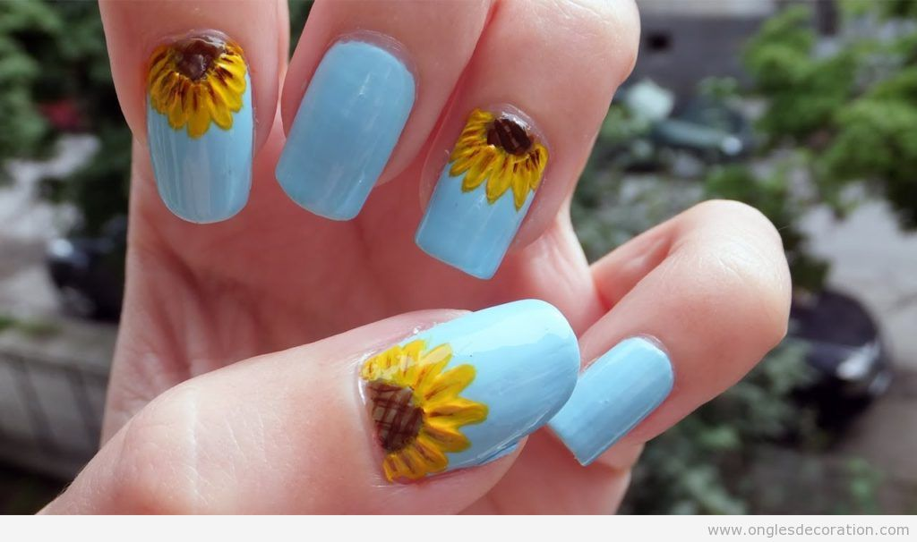 Décoration sur ongles avec un tournesol 5