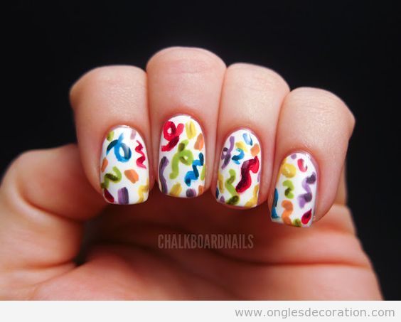 Déco ongles anniversaire confetti 3