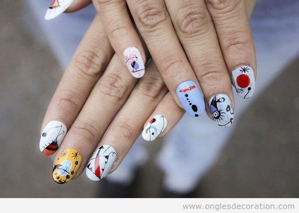Déco ongles surréalistes Miró