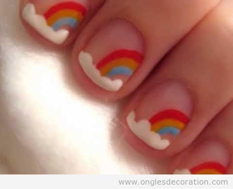 Déco ongles arc-en-ciel et nuages 8