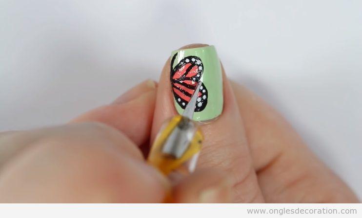 Déco ongles printemps ailes papillon